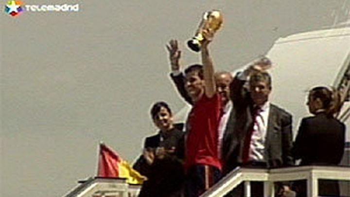 Los campeones del mundo aterrizan en Barajas