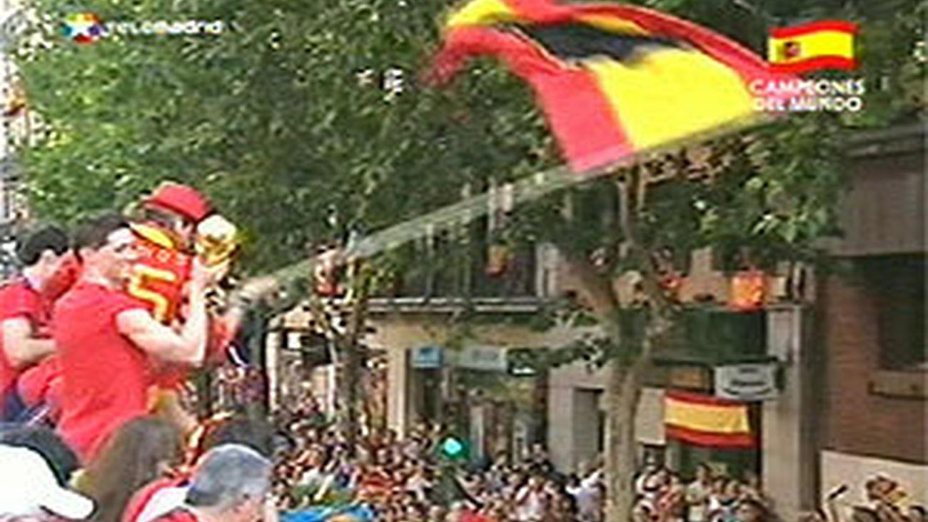 Imagenes de la recepción y celebraciones a la selección nacional de fútbol tras la consecució