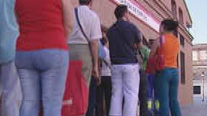 El paro baja en 76.500 personas y sitúa la tasa de desempleo en el 20,89 %