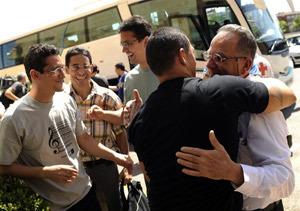 Disidentes cubanos a su llegada a Barajas