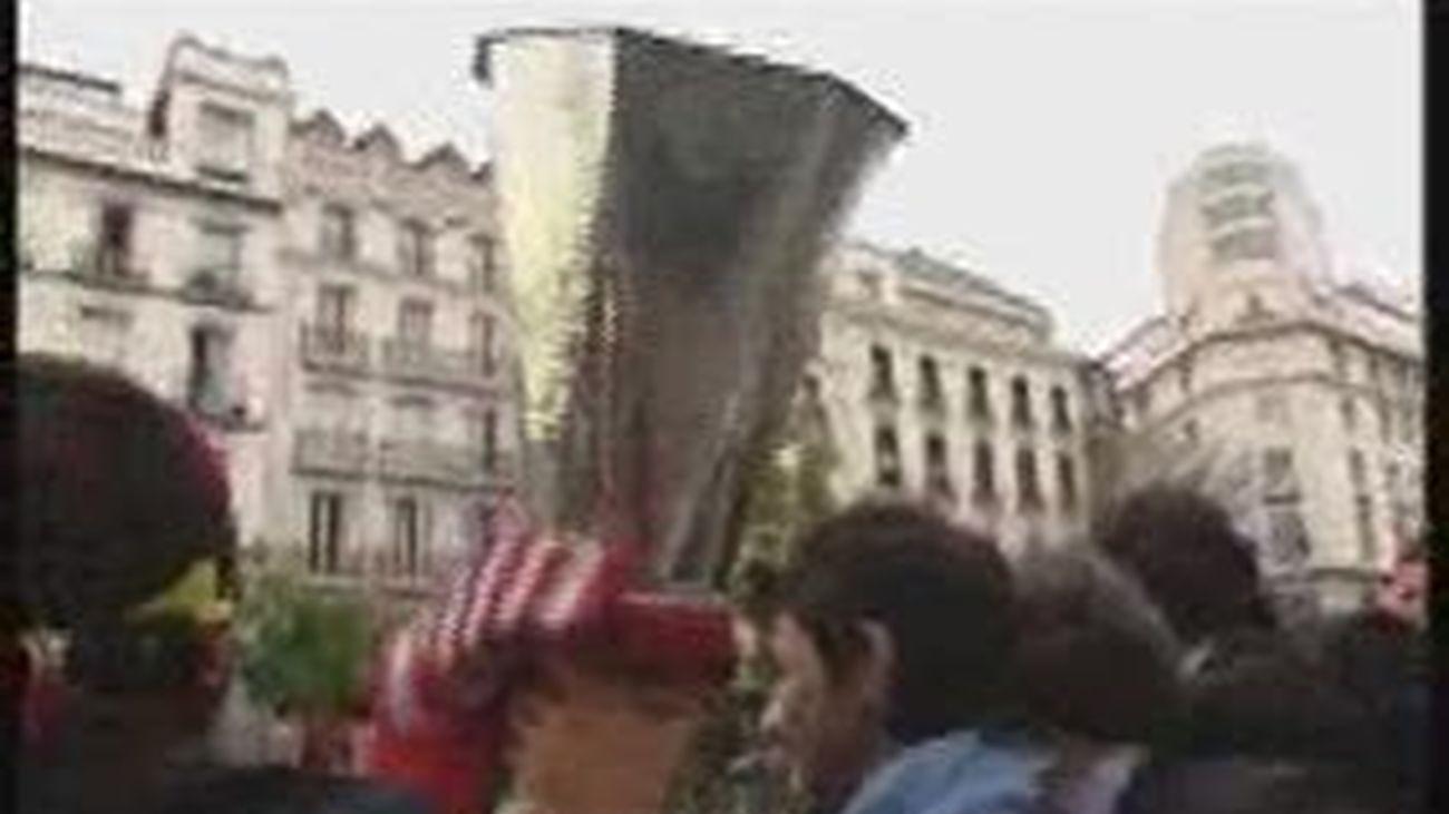 El Atlético recorre Madrid para ofrecer el título de la Supercopa