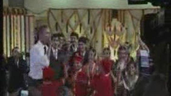 Obama baila con niños durante su visita a la India