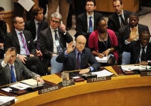 """La ONU autoriza ataques aereos contra Gadafi """"para proteger a la población civil libia"""""""