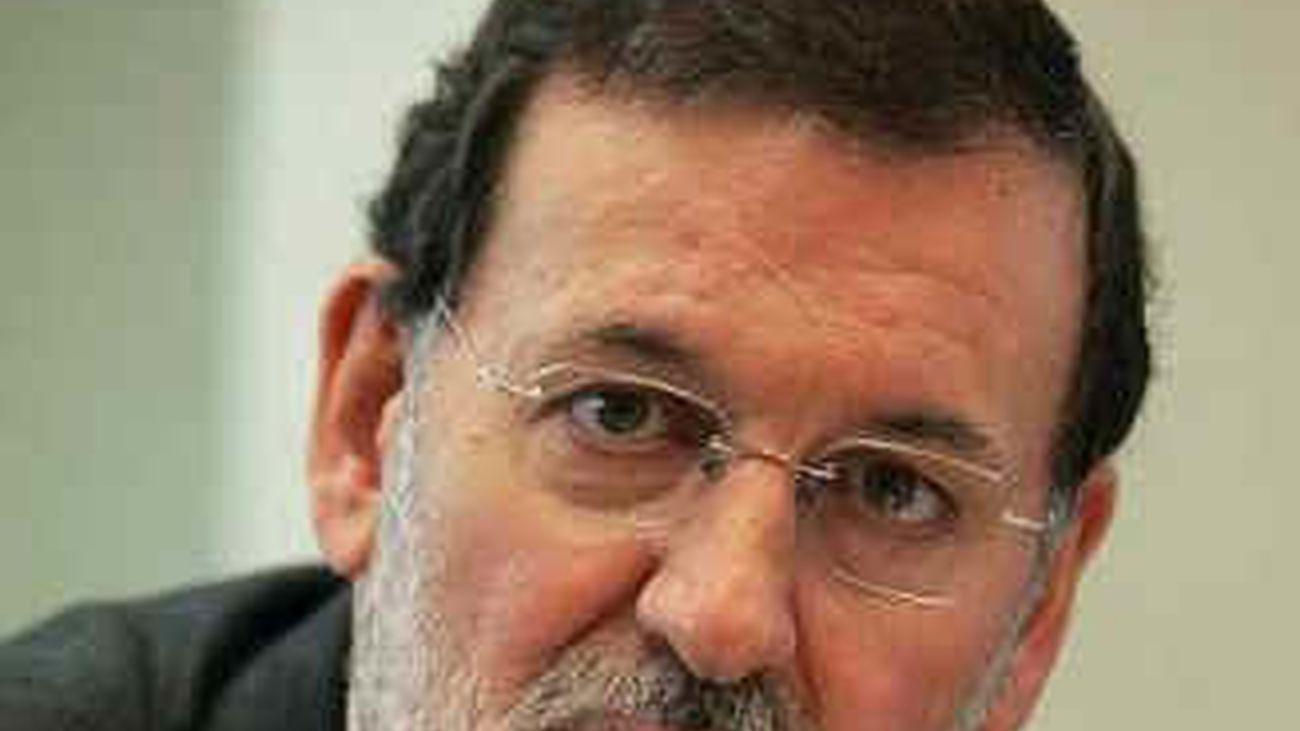 """Rajoy dice que el nuevo plan de Zapatero """"no sirve"""""""