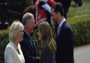 El príncipe de Gales y su esposa son recibidos en el  Palacio del Pardo por los príncipes de Asturias