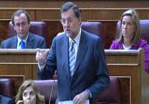 Rajoy afirma que la reforma laboral perjudica a los españoles y Zapatero le pide paciencia