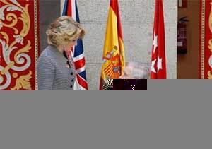 El Príncipe de Gales visita la Real Casa de Correos