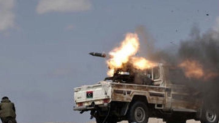 """El frente de batalla entre """"gadafistas"""" y rebeldes continúa en Brega"""