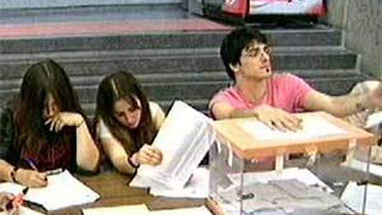 Primera vuelta de las elecciones en la Universidad Complutense para elegir rector