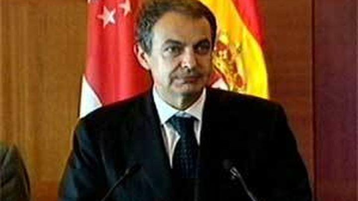 """Zapatero: la economía española es """"un  poderoso transatlántico"""" a pesar de las dificultades"""