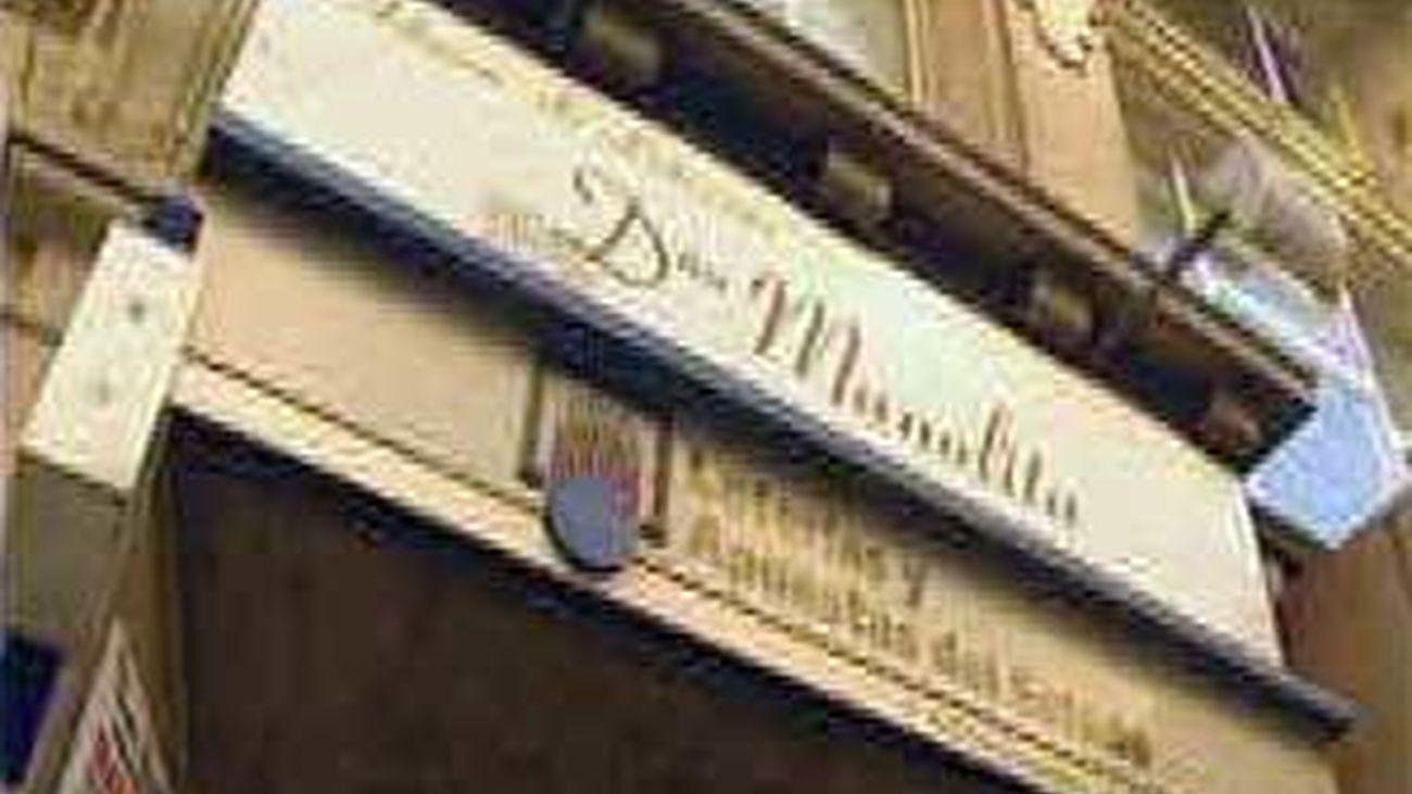 'Doña Manolita' prepara su  mudanza a la calle del Carmen tras 80 en Gran Vía 31
