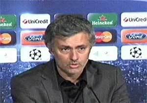 Mourinho arremete contra el poder del Barça con los árbitros