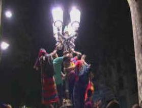 Unos 2.500 aficionados del Barça festejan en Canaletas la victoria sobre el Madrid