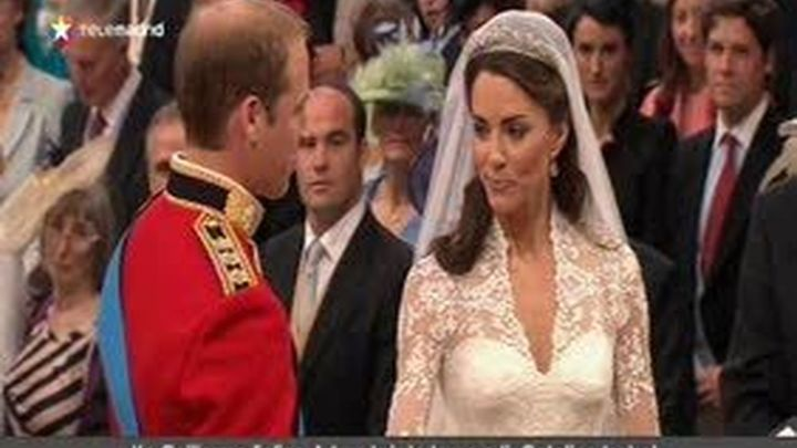 Guillermo y Catalina se dan un baño de multitudes en su boda marcada por el patriotismo