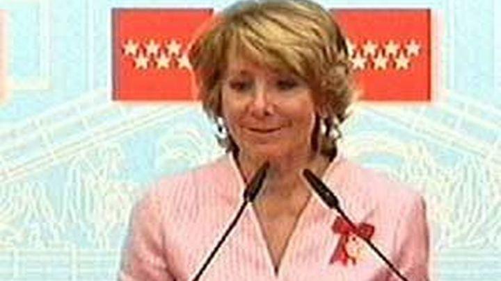 Aguirre impone las grandes cruces del 2 de Mayo en el Día de la Comunidad