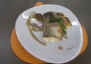 Lomo de merluza con hongos y rabo de ternera glaseado