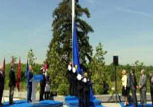 Madrid celebra el Día de Europa con actividades el izado de la bandera en la glorieta de San Vicente