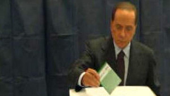 Ultimo día de elecciones municipales parciales en Italia, un test para Berlusconi