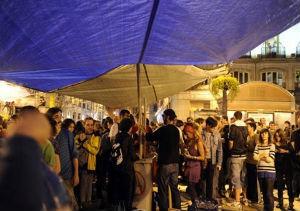 Unas 400 personas amanecen en el campamento  de Sol tras una noche de lluvia permanente