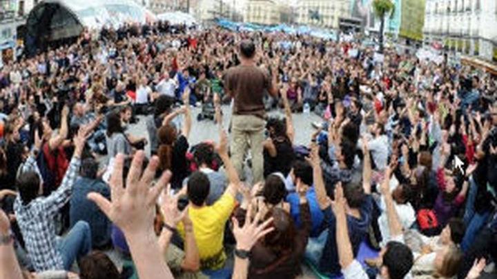 Los indignados protestan en el Congreso por la reforma de la negociación colectiva