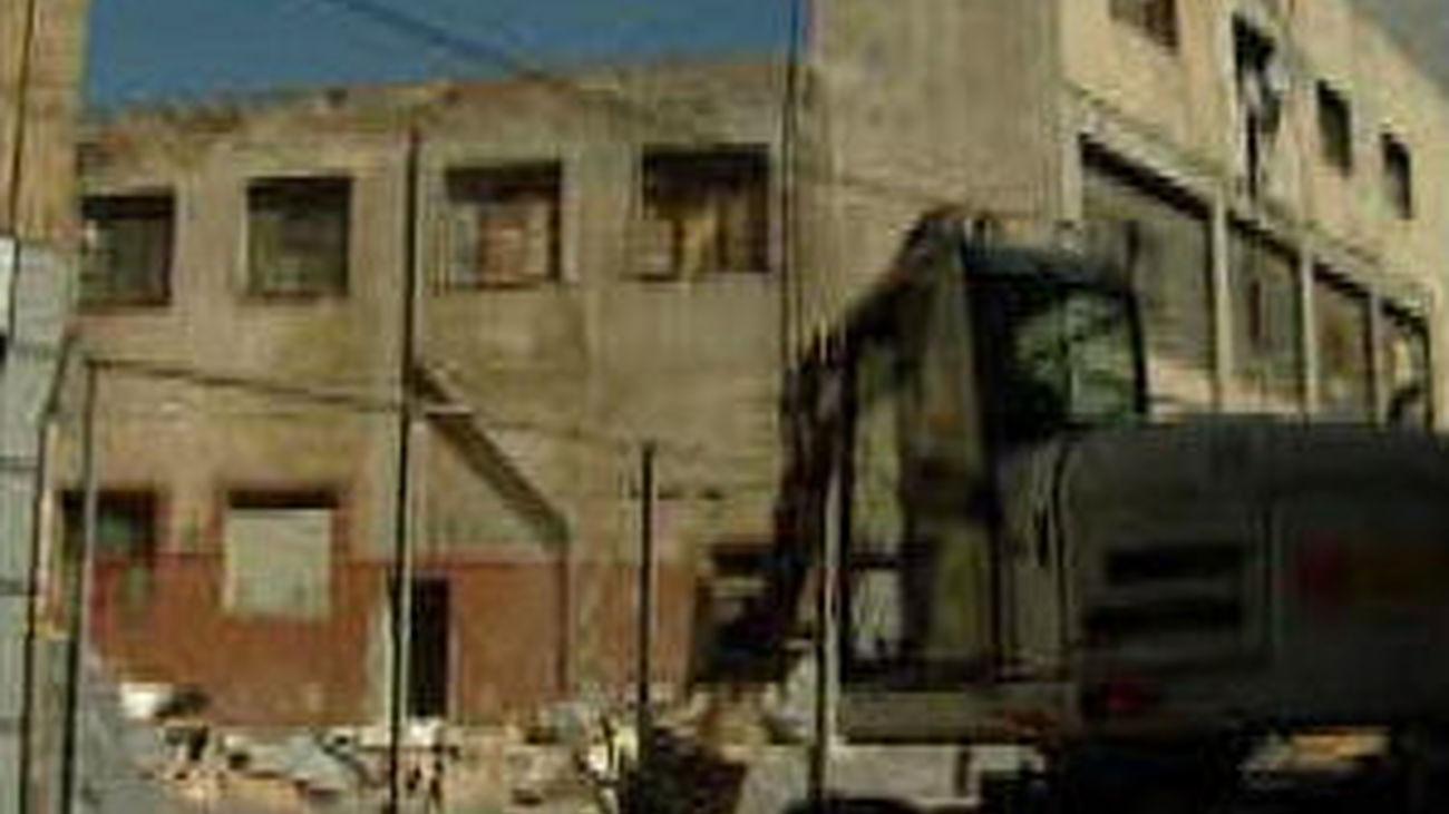 Desalojan a 53 personas de un edificio en  ruinas en Carabanchel por peligro de derrumbe inminente