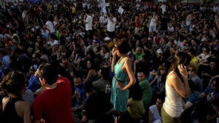 El colectivo Democracia Real recoge firmas para cambiar la Ley Electoral