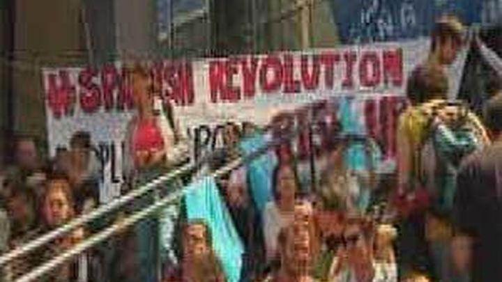 La Policía francesa desaloja a los 'indignados' de La Bastilla