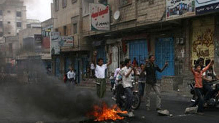 Aviones saudíes bombardean el palacio presidencial y el aeropuerto de Saná