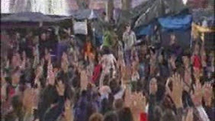 Los 'indignados' de Barcelona  levantan la acampada de la Plaza de Cataluña esta noche