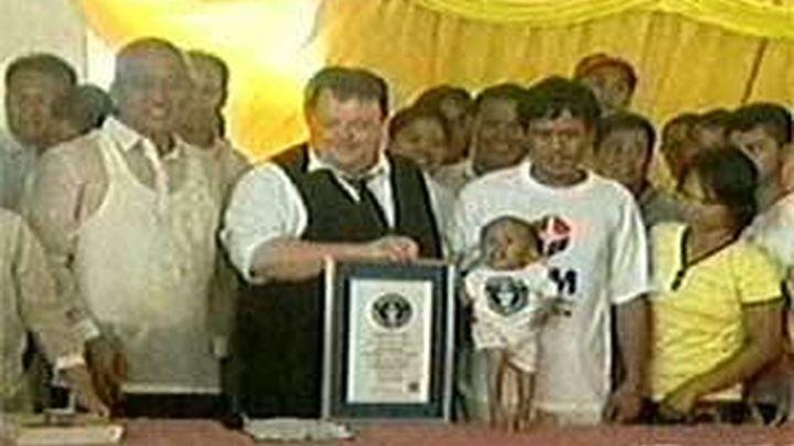Un filipino de 59,7 centímetros, declarado el hombre más pequeño del mundo