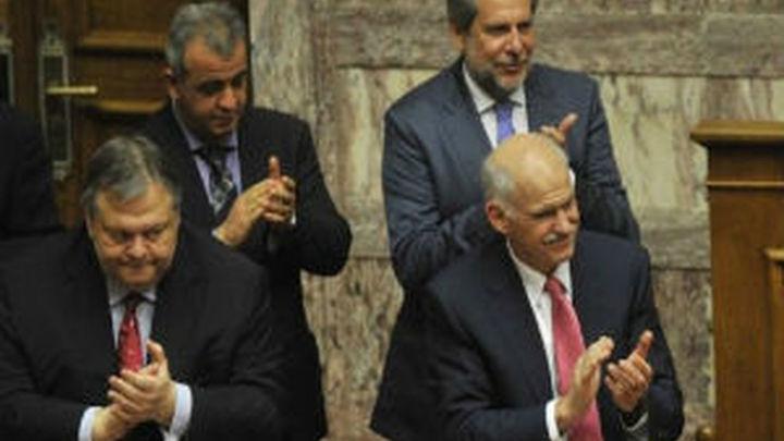 La Comisión Europea valora el paso dado por el Congreso griego al apoyar a Papandréu