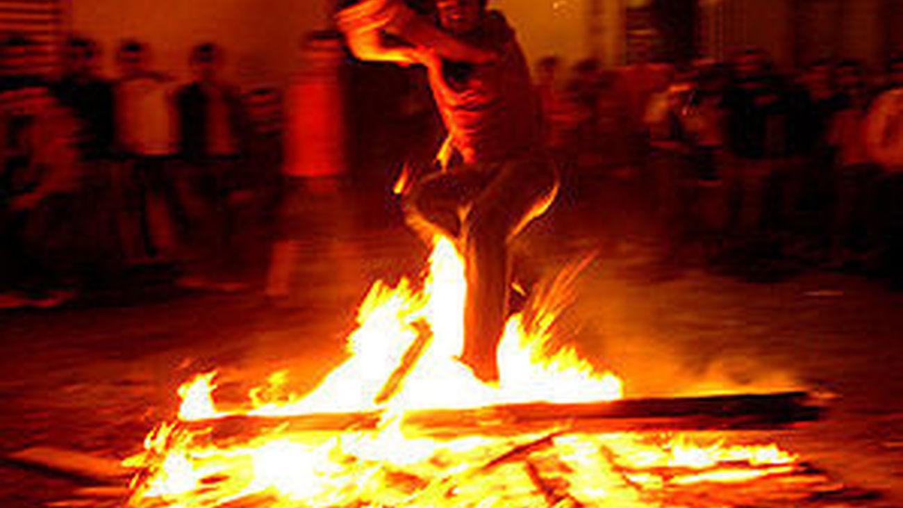 Diez personas con quemaduras durante la celebración de hogueras de San Juan en Madrid