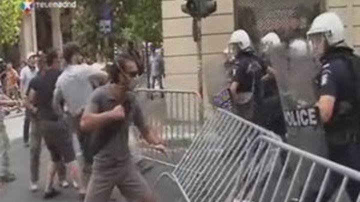 El Parlamento griego aprueba el programa de ajuste que desbloquea las ayudas