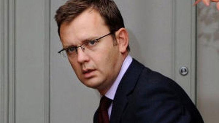 Detenido Coulson, ex jefe de prensa de Cameron, por las escuchas ilegales