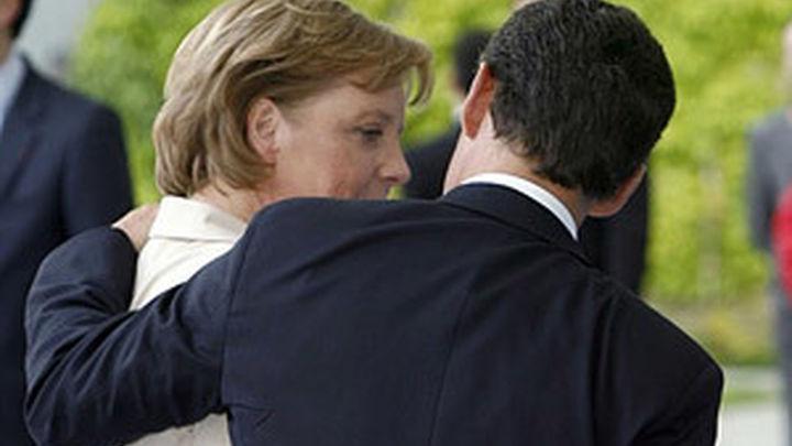 Merkel no discutirá con Sarkozy sobre la iniciativa para los eurobonos