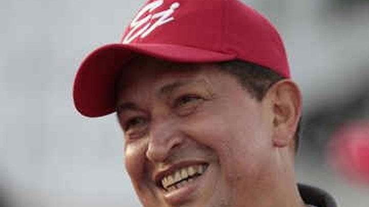 """Chávez viaja a Cuba sin pasar por Colombia, que alberga una """"candente"""" cumbre"""