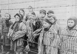 Unos niños judíos durante el holocuasuto