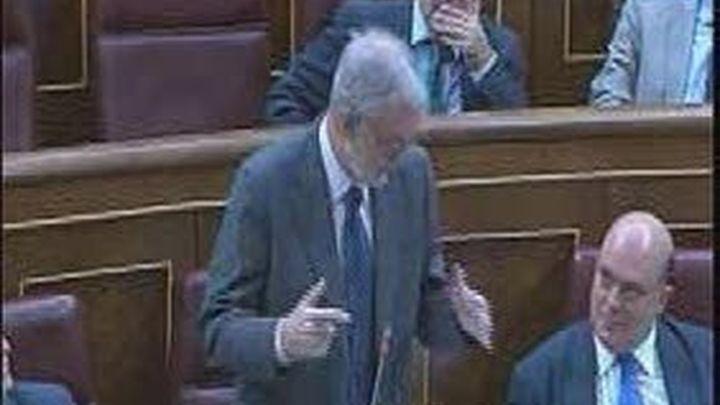 Sebastián y Bono vuelven a enfrentarse  por la corbata y la temperatura del Congreso