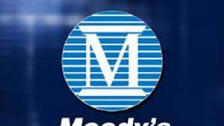 Moodys rebaja la calificación de cuatro grandes bancos  españoles y la CECA