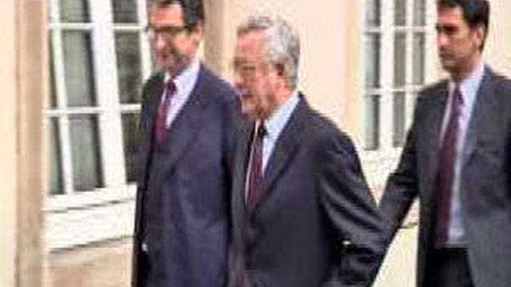 El Eurogrupo analiza con Italia la situación de su deuda mientras se espera la comparecencia de Berlusconi