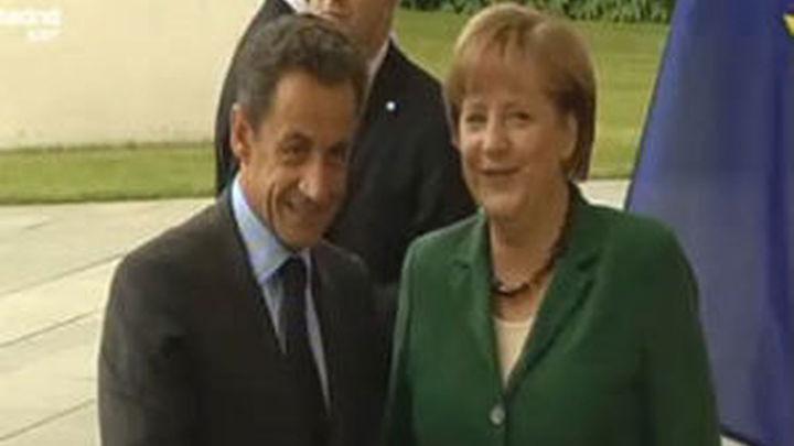 """Sarkozy y Merkel proponen instaurar un """"verdadero"""" gobierno económico en la euroza"""