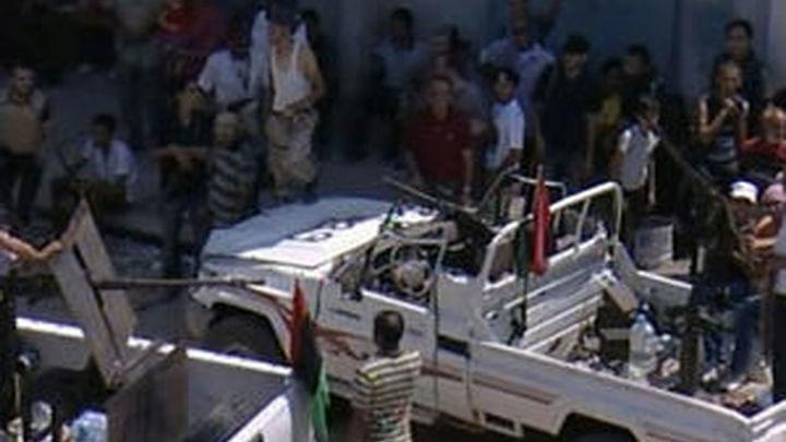 Los rebeldes libios buscan a Gadafi y se preparan para una nueva era