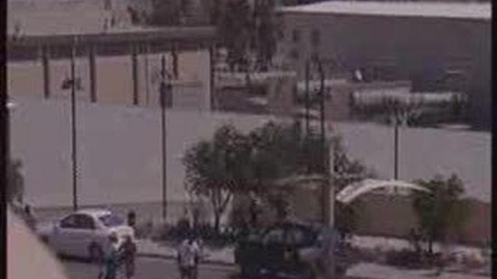 Rebeldes libios se preparan para asaltar un barrio donde podría estar Gadafi