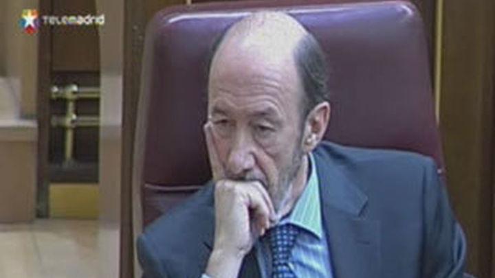 Rubalcaba descarta el referéndum e invita a los compañeros críticos a leerse el acuerdo