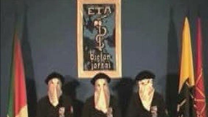 Los partidos exigen el fin de ETA, y a la izquierda abertzale, que se lo reclame