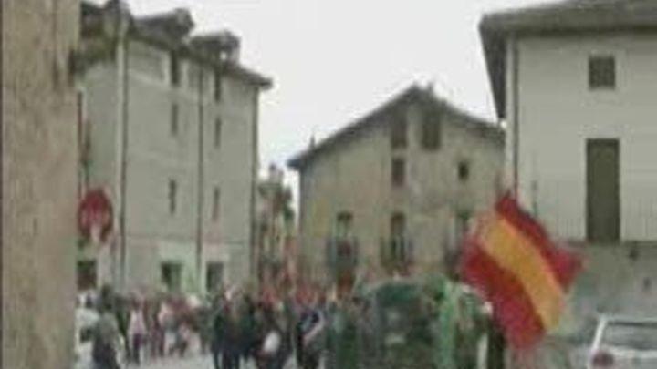 El Ayuntamiento de Alsasua, gobernado por Bildu, se mofa del Rey, el ejército y la policía