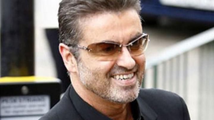 """George Michael se encuentra """"bien y descansando"""" tras salir del hospital"""