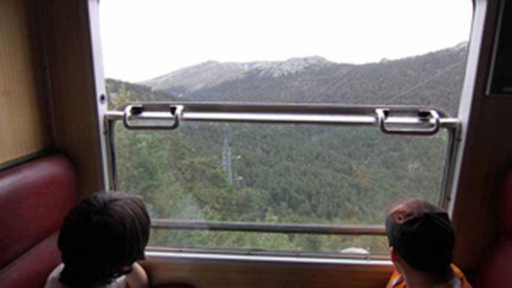El choque de dos trenes en Oviedo origina ocho heridos leves
