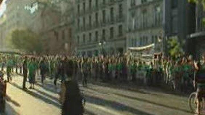 La Policía impide la cadena humana ante Educación mientras 200 manifestantes cortan la calle Alcalá