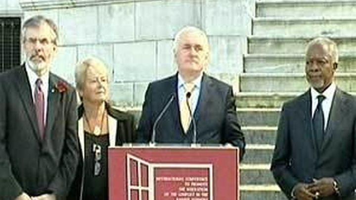 La conferencia de paz no pide la disolución de ETA y equipara a los terroristas con sus víctimas